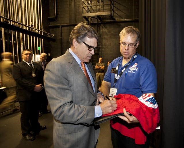 Governor Rick Perry signing a TPP shirt